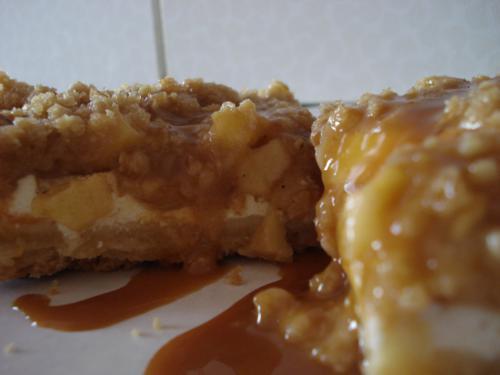 Cheesecake mit Apfel und Karamell