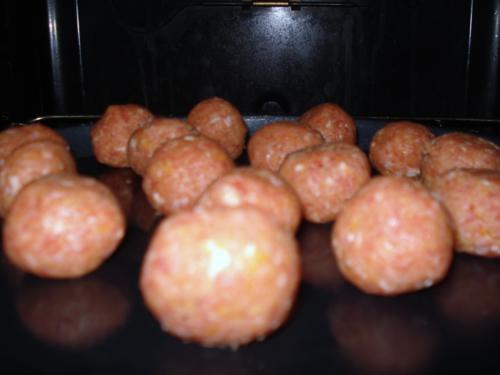 Meatball Sub: Fleischbällchen mit Soße im Brötchen