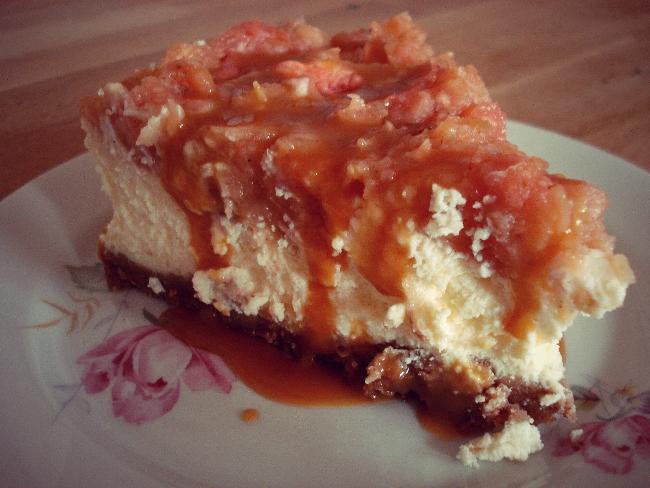 Mein Bratapfel-Cheesecake mit Spekulatiusboden & Karamellsoße