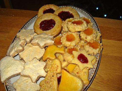 Plätzchen im Advent: Zimtsterne und Butterplätzchen selber backen