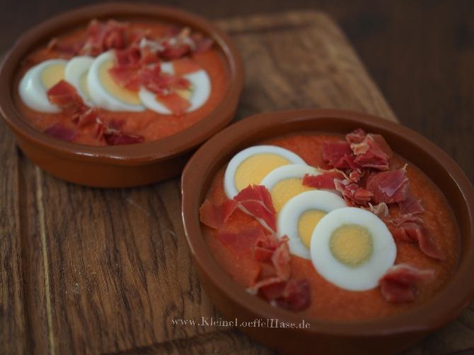 Solmorejo Cordobès aus Tomate und Brot mit Einlage aus gekochtem Ei und Serranoschinken