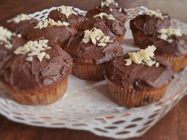 Köstliche Kirsch-Cupcakes mit Schokofrosting und Kirschwasser