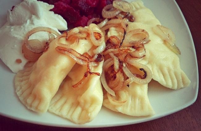 Pierogi Ruskie: Piroggen gefüllt mit Kartoffeln und Quark