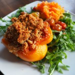 vegetarisch gefüllte Paprikaschote mit Parmesankruste