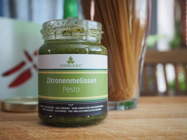 Pesto mit Zitronenmelisse: Frisch vom Wochenmarkt