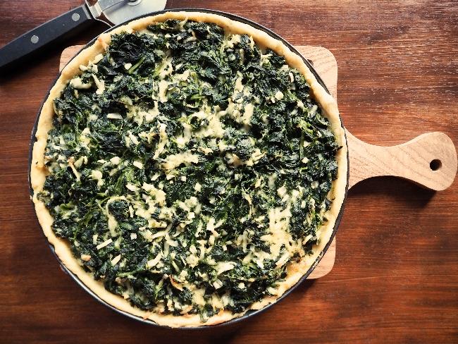 Knuspriger Boden aus gekochten Kartoffeln und ein BElag aus Spinat und frisch geriebenem Pecorino