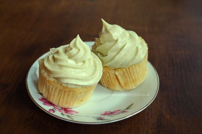 Cupcakes mit Vanille-Geschmack und Avocado-Frosting