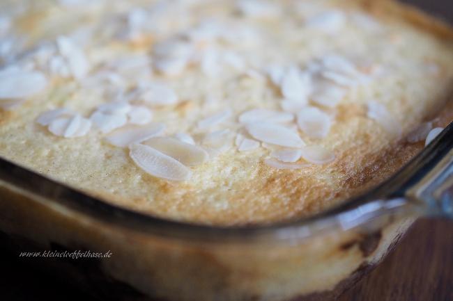 Rhabarberkuchen mit Mandeln und Creme Fraîche