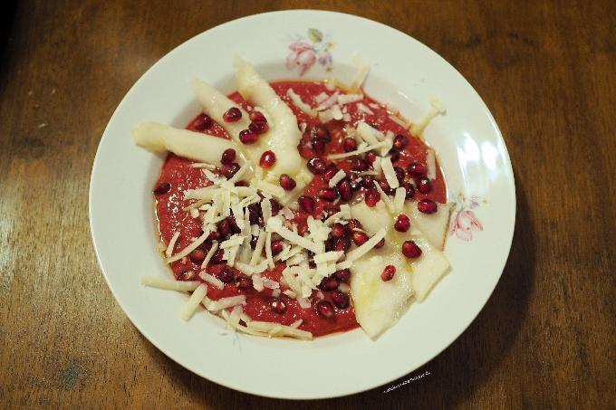 Salmorejo aus Rote Bete mit Granatapfel verfeinert