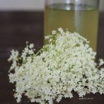 holunderblueten-sirup-elderflower-zitrone.