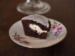 Schokomuffins-Muffins-Frischkaese-fuellung-schokolade