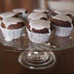 schokomuffins-backen-frischkaese-fuellung-muffins