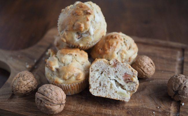 Herzhafte Walnuss Muffins mit Ziegenkäse & Olivenöl