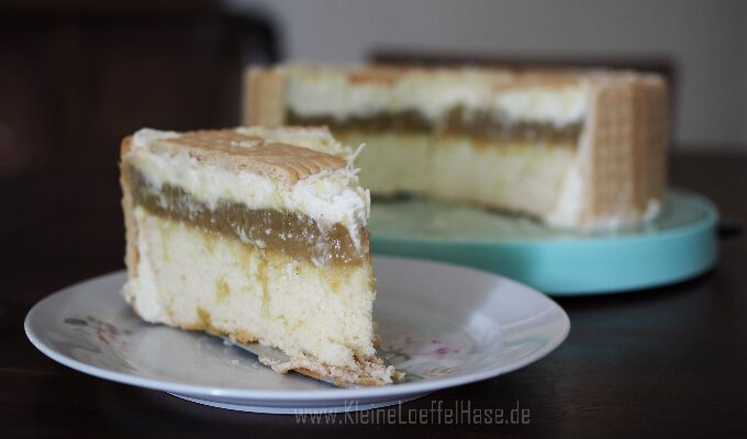 Rhabarberkompott-Torte mit Dinkel-Butterkeksen