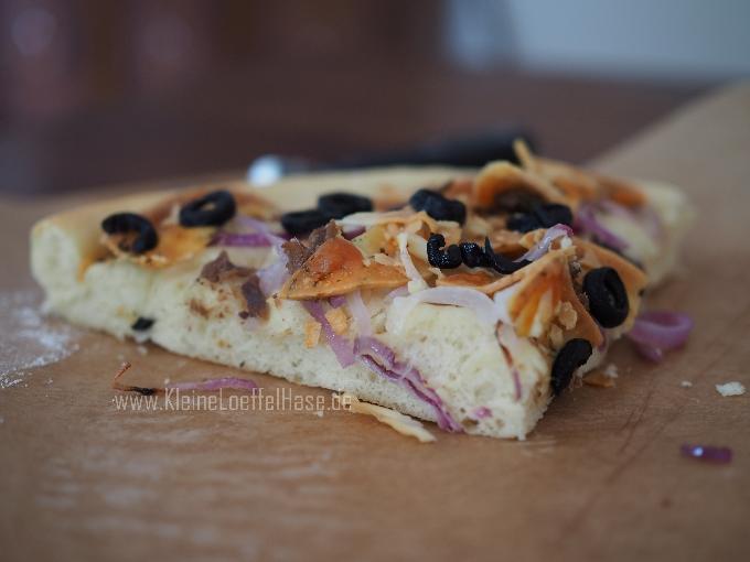 sfinciuni-sizilianische-pizza-sardellen-pecorino