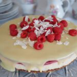 Kokos-Himbeer-torte-glutenfrei-mandelboden-weiße-schokolade